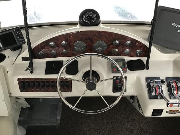 2001 Bayliner 4087 Aft Cabin Motoryacht Photo 4 of 27