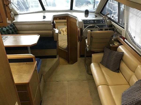 2001 Bayliner 4087 Aft Cabin Motoryacht Photo 8 of 27
