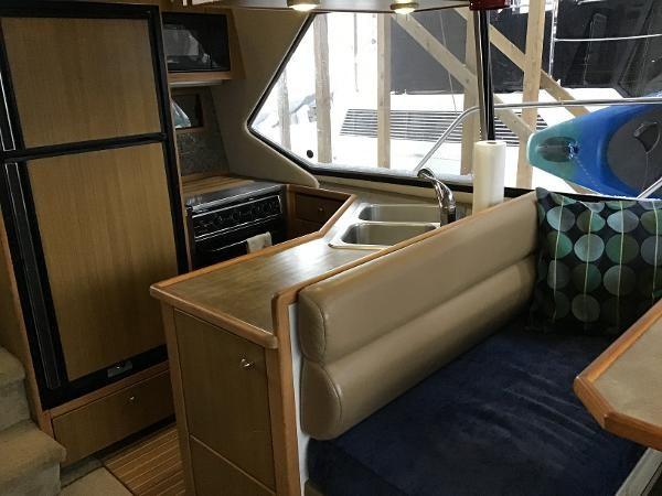 2001 Bayliner 4087 Aft Cabin Motoryacht Photo 10 of 27