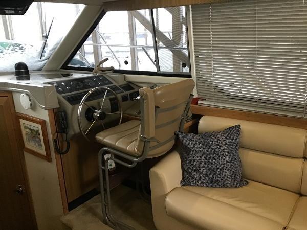 2001 Bayliner 4087 Aft Cabin Motoryacht Photo 13 of 27