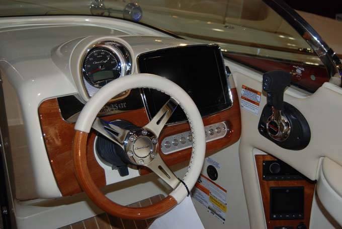 2020 Chris-Craft LAUNCH GT 25 MG STERN DRIVE Photo 4 sur 8