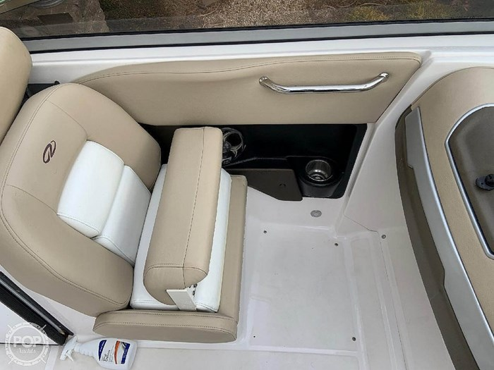 2012 Regal 2700 Photo 19 sur 21