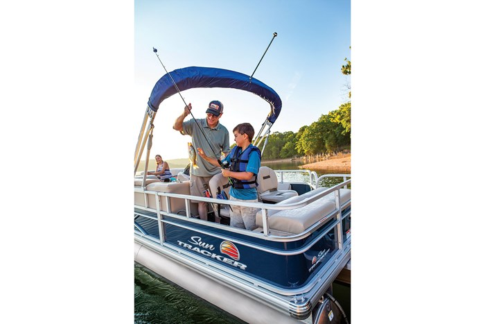 2019 Sun Tracker Sport Fish 22 DLX Photo 22 of 23