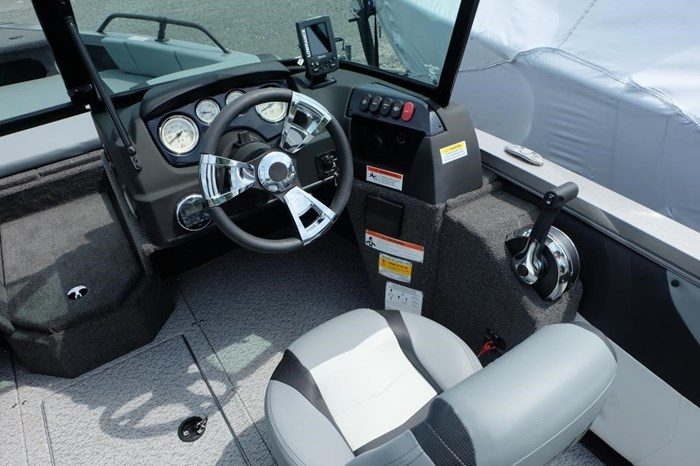 2020 Lowe FS 1700 Merc 115HP Trailer Fish Finder Stereo Photo 7 of 25