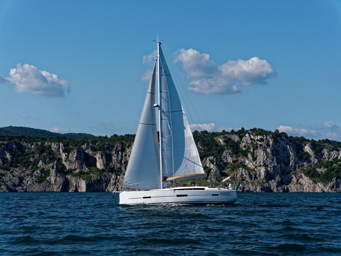 2020 DUFOUR YACHTS 412 Photo 9 of 14