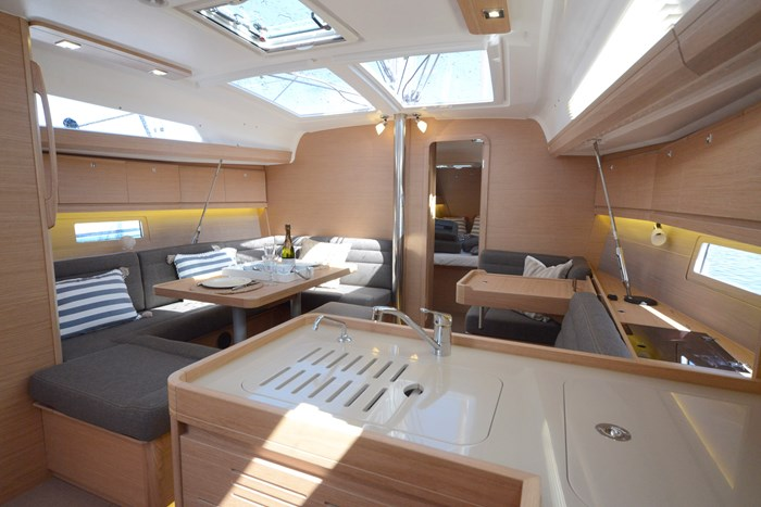 2020 DUFOUR YACHTS 412 Photo 13 of 14