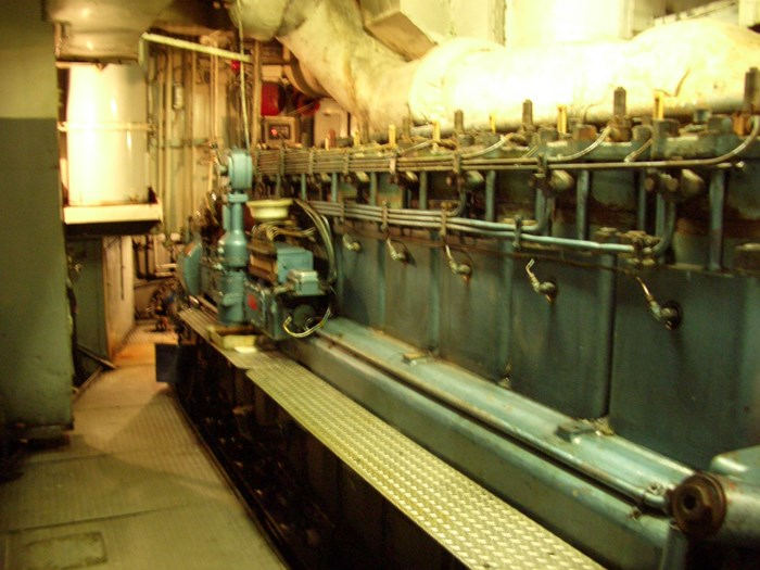 1963 121′ x 26.5′ Steel Hull Scallop Dragger – PROJECT BOAT Photo 14 sur 17