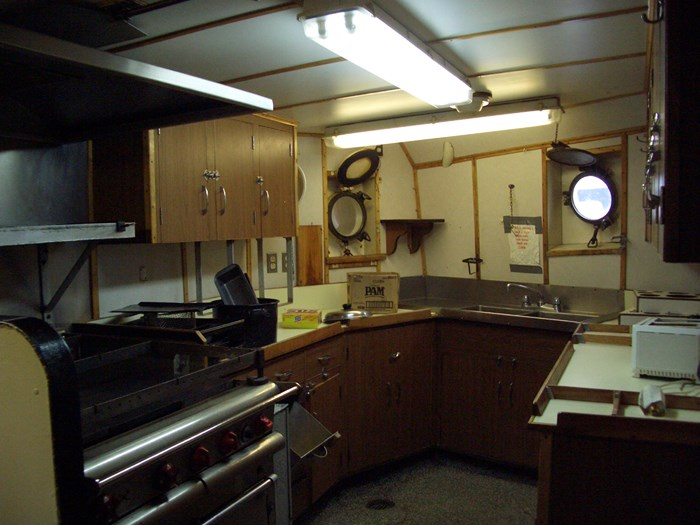 1963 121′ x 26.5′ Steel Hull Scallop Dragger – PROJECT BOAT Photo 10 sur 17