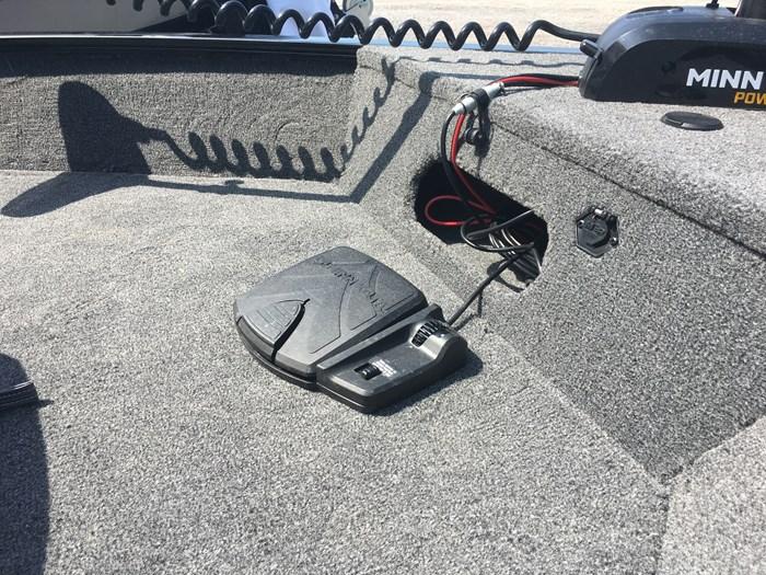 2020 Lowe Fm 1675 90 HP 4 Stroke Trolling Motor Trailer Photo 20 of 22