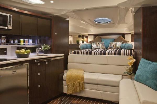 2016 Monterey 355 Sport Yacht Photo 15 of 38