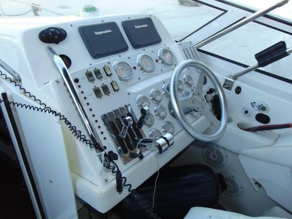 2006 Fountain Express Cruiser Photo 11 of 37