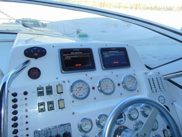 2006 Fountain Express Cruiser Photo 14 of 37