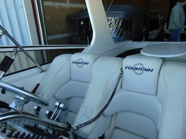 2006 Fountain Express Cruiser Photo 15 of 37