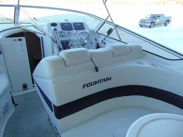 2006 Fountain Express Cruiser Photo 16 of 37
