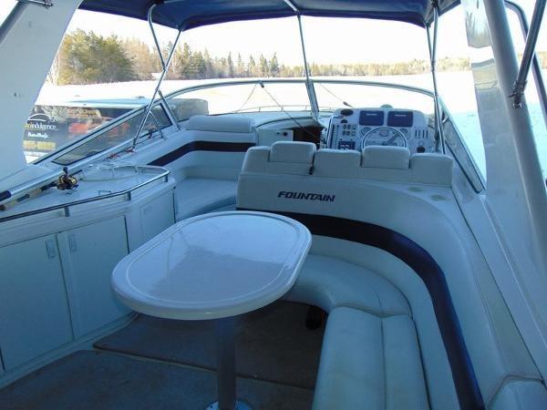 2006 Fountain Express Cruiser Photo 18 of 37