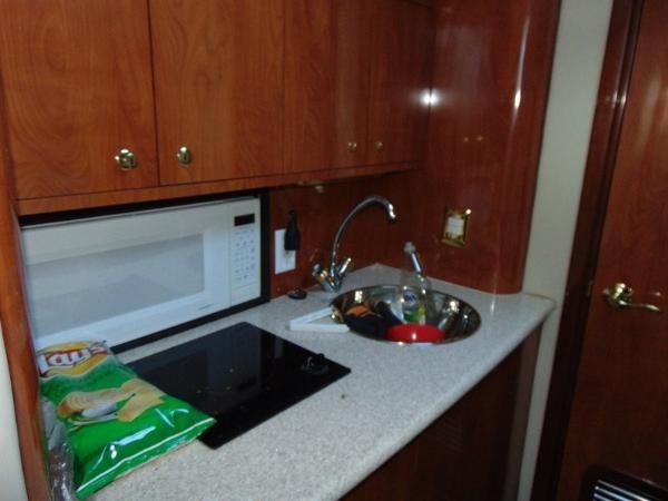 2006 Fountain Express Cruiser Photo 20 of 37