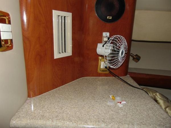 2006 Fountain Express Cruiser Photo 25 of 37