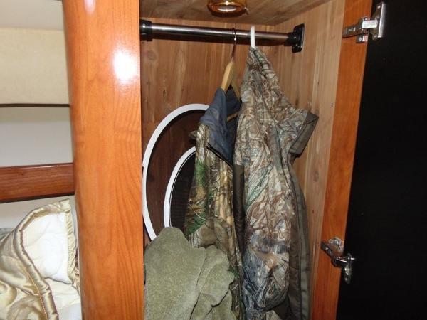 2006 Fountain Express Cruiser Photo 26 of 37