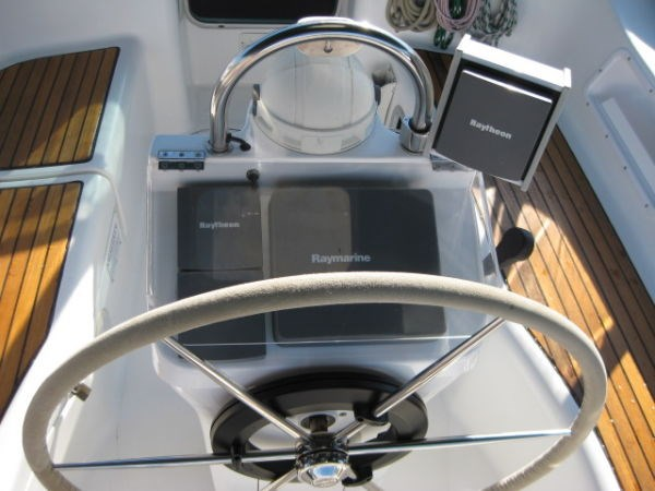 2002 Beneteau Oceanis 331 Photo 2 of 21