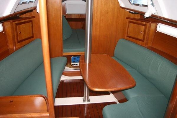 2002 Beneteau Oceanis 331 Photo 14 of 21