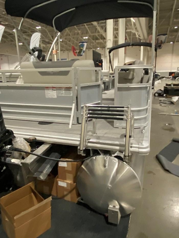 2020 SUNCHASER          Tri-Toon 22 LR SB      (Slide Bench) Photo 3 of 8