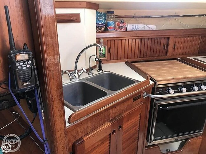1990 Island Packet 38 Cutter Photo 8 of 20