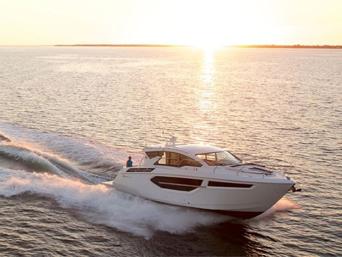 2020 Cruisers Yachts 42 Cantius Photo 1 of 16