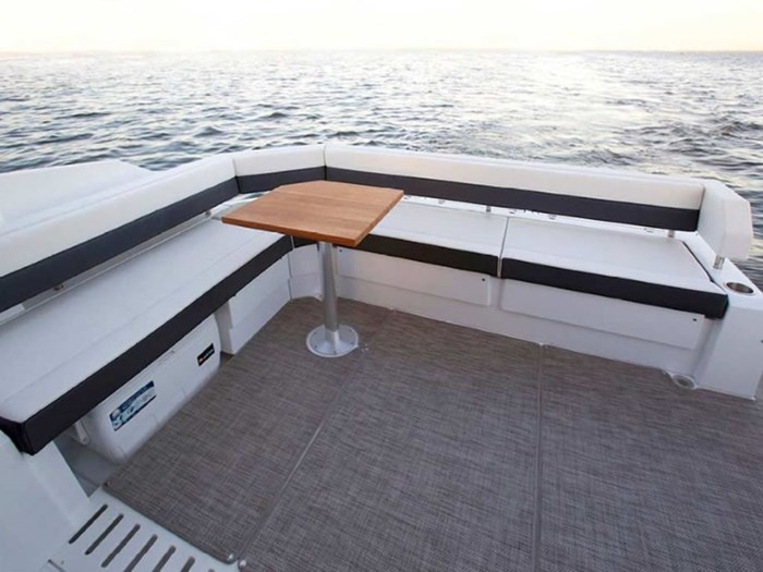 2020 Cruisers Yachts 42 Cantius Photo 7 of 16