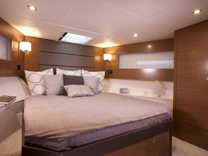 2020 Cruisers Yachts 42 Cantius Photo 10 of 16