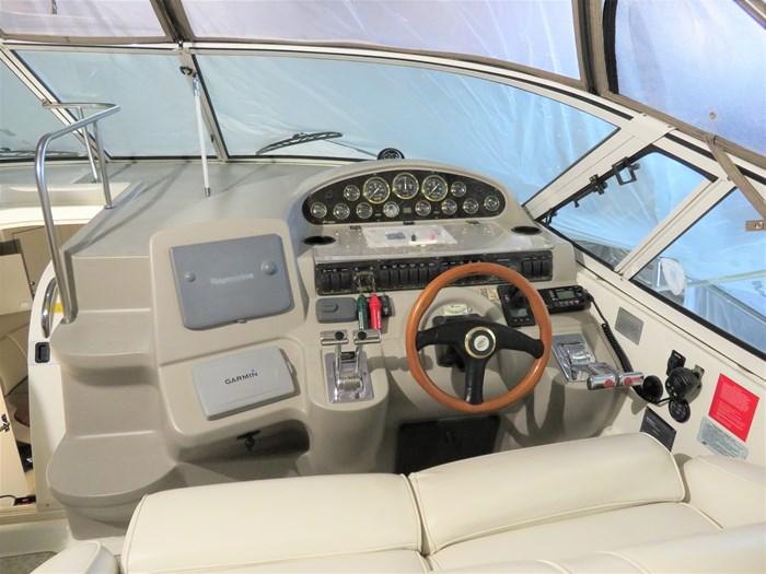 2001 Cruisers Yachts 3870 Express Photo 7 of 30