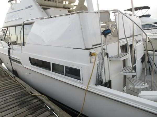 1997 Carver 40 Motor Yacht Photo 17 sur 91