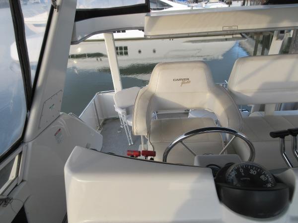 1997 Carver 40 Motor Yacht Photo 39 sur 91
