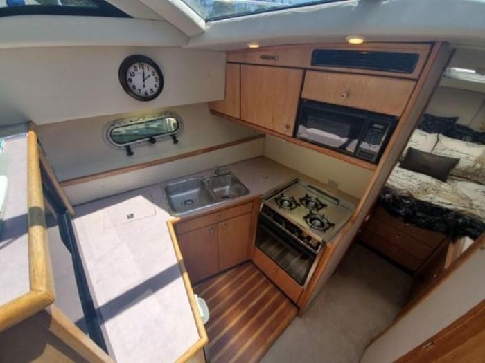 1998 Bayliner 3388 Command Bridge Motor Yacht Photo 13 of 19