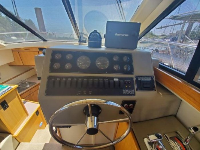 1998 Bayliner 3388 Command Bridge Motor Yacht Photo 15 of 19