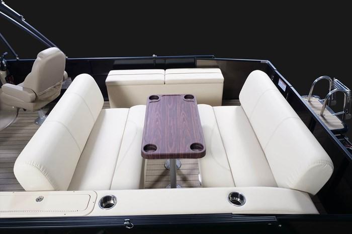 2020 Legend L-Series Dual Lounge Photo 8 sur 13