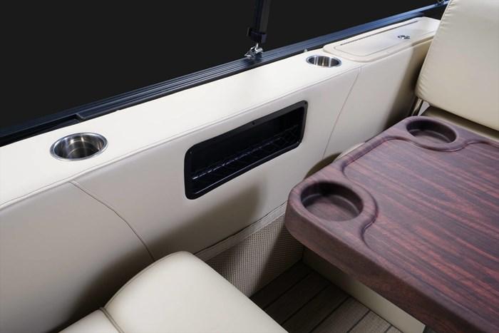 2020 Legend L-Series Dual Lounge Photo 11 sur 13
