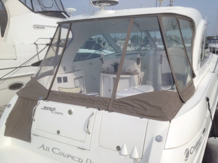 2010 Cruisers Yachts 390 Sports Coupe Photo 4 sur 7