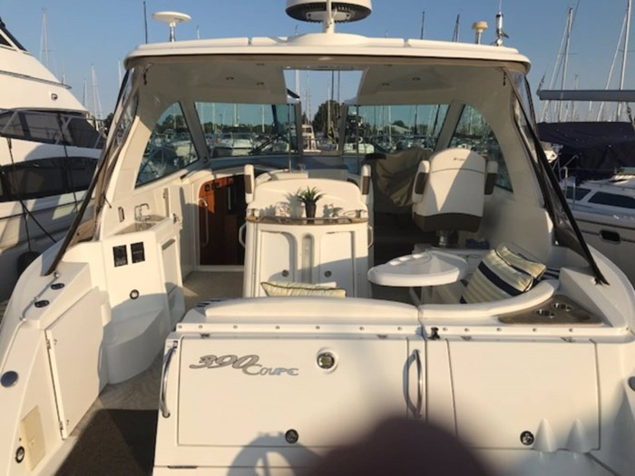 2010 Cruisers Yachts 390 Sports Coupe Photo 5 sur 7