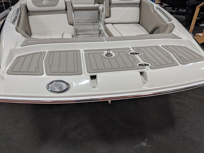 2020 Crownline E 205 XS Photo 4 of 23