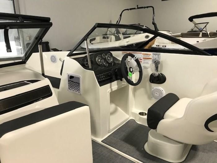 2020 Bayliner VR4 Bowrider OB Photo 6 sur 8