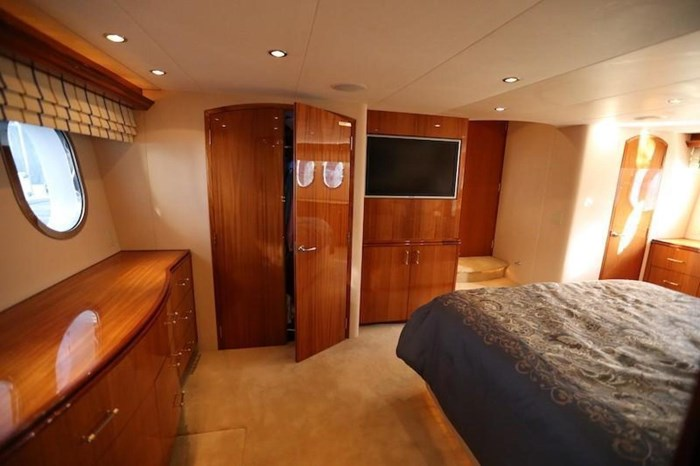 2005 Hatteras Sky Lounge Motor Yacht Photo 34 of 69