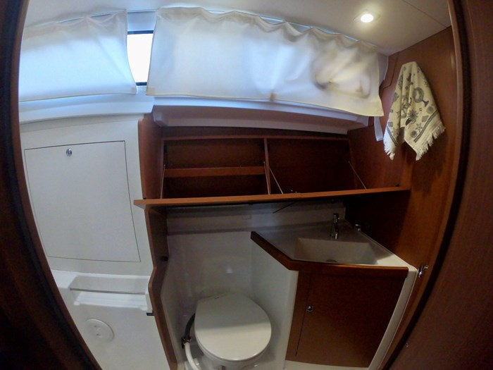 2015 Beneteau Oceanis 41 Photo 18 sur 40