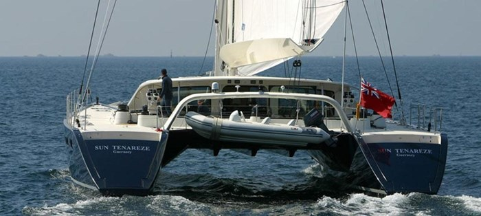 2004 JFA Catamaran Photo 4 sur 25