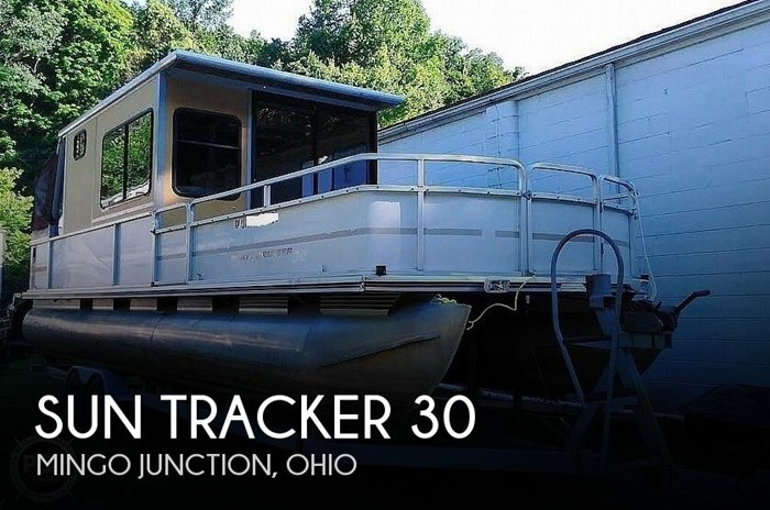 1999 Sun Tracker PC30 Party Cruiser Photo 1 of 11