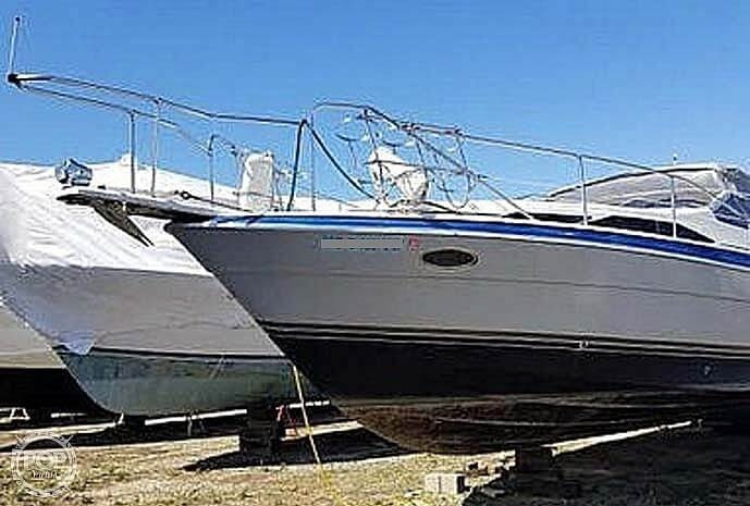1989 Bayliner 3485 Avanti Sun Bridge Photo 9 sur 11