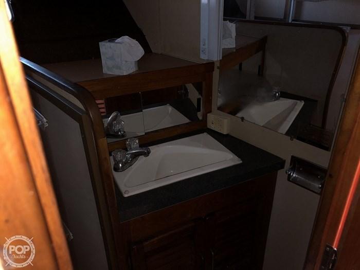 1984 Silverton 40 Aft Cabin Photo 11 sur 20