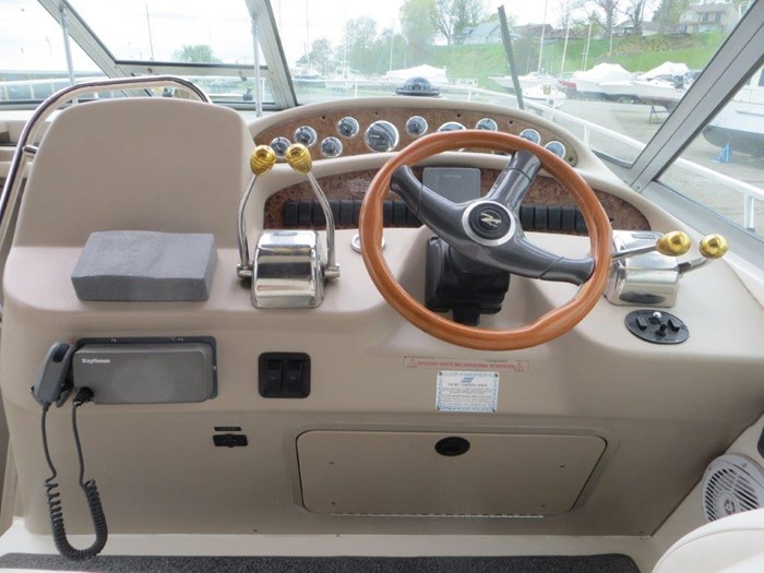 2000 Sea Ray Sundancer 340 Photo 11 of 42