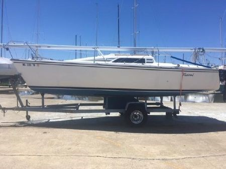 1986 Hunter 23 sloop Photo 2 of 4