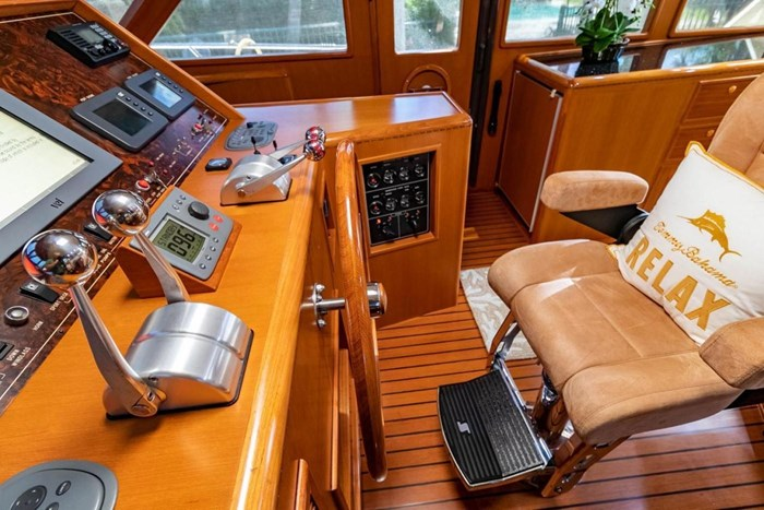 2007 Offshore Yachts Pilothouse Photo 38 of 126