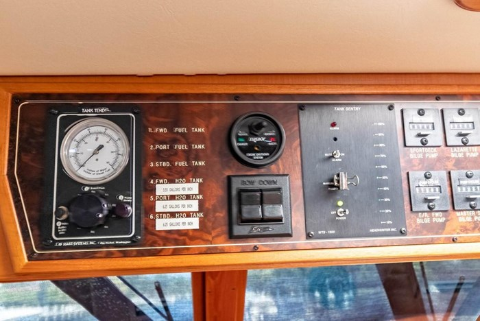 2007 Offshore Yachts Pilothouse Photo 42 of 126